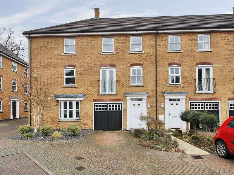 3 Bedrooms House for sale in Rawlinson Road, Maidenbower, Crawley, West Sussex