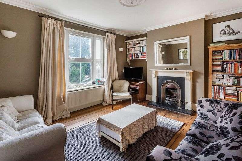 2 Bedrooms Flat for sale in Warren Road, Reigate