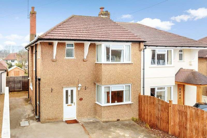 3 Bedrooms Semi Detached House for sale in Shelvers Spur, Tadworth