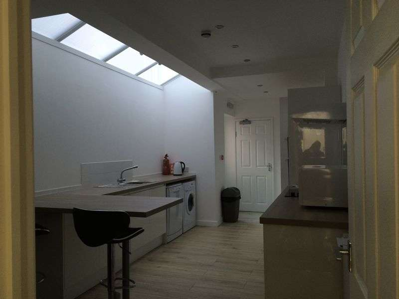 6 Bedrooms Terraced House for rent in Tiverton Road, Selly Oak, Birmingham, B29 6BS