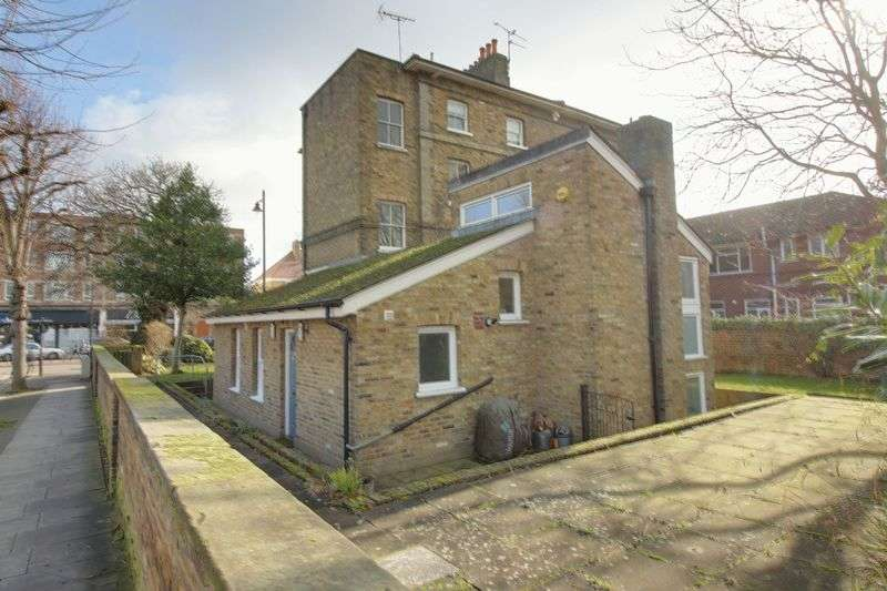 2 Bedrooms Flat for sale in London Road, Enfield