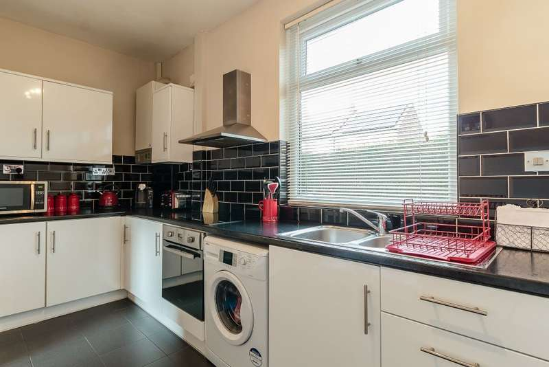3 Bedrooms Terraced House for sale in Stalybridge, Cheshire, SK15 1DQ