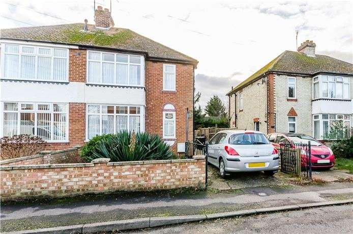3 Bedrooms Semi Detached House for sale in Lynton Drive, Ely