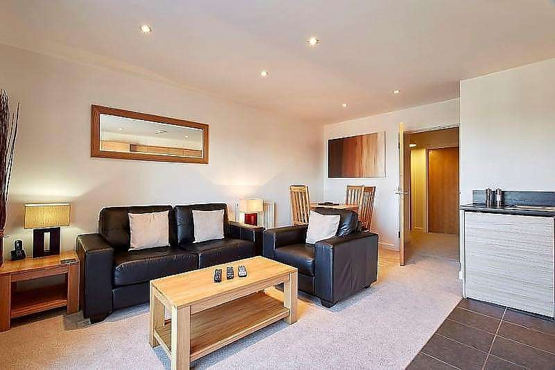 2 Bedrooms Apartment Flat for sale in Merrick House, Whale Avenue, Reading, RG2