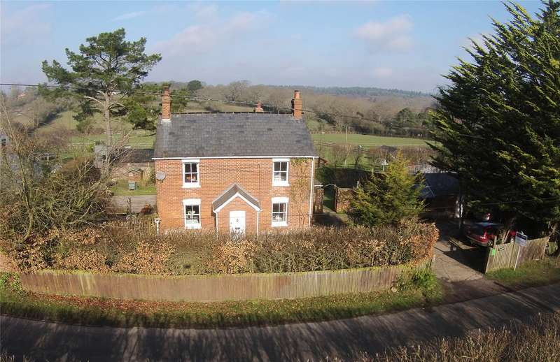 4 Bedrooms Detached House for sale in Middle Road, Tiptoe, Lymington, Hampshire, SO41