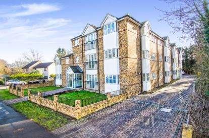 2 Bedrooms Flat for sale in Burnt Mills Road, Basildon, Essex