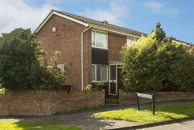 3 Bedrooms Semi Detached House for sale in Nevis Road, Tilehurst, Reading,
