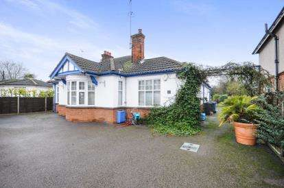 3 Bedrooms Bungalow for sale in Witham, Essex