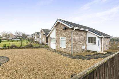 2 Bedrooms Bungalow for sale in The Royd, Yarm, Durham