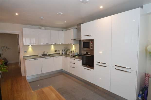 2 Bedrooms Flat for sale in Sunstone Court, Selvage Lane, Mill Hill