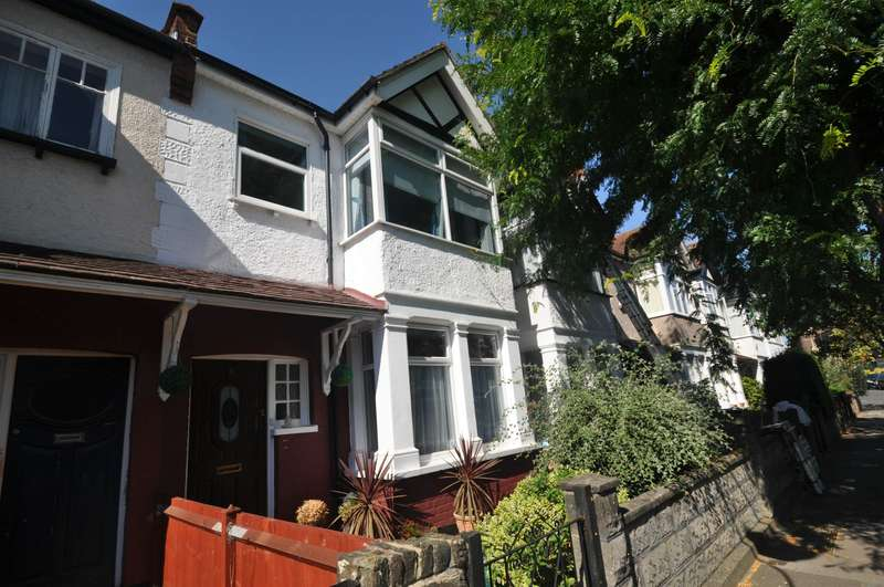 3 Bedrooms Terraced House for sale in Camborne Avenue, Ealing, W13 9QY