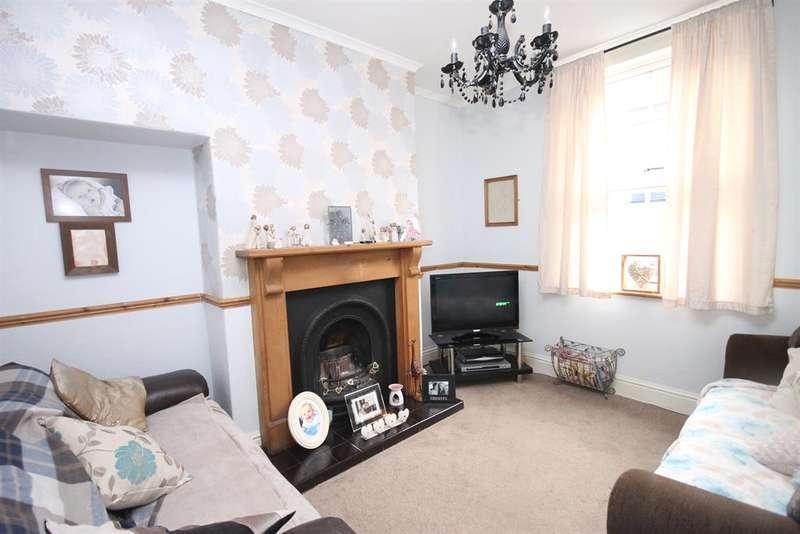 3 Bedrooms Terraced House for sale in London Street, Pocklington, York, YO42 2JP