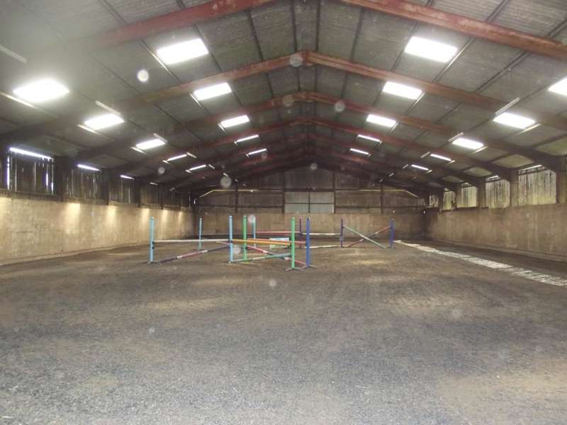3 Bedrooms Equestrian Facility Character Property for sale in Sands Road, Hunmanby Gap, Filey, YO14 9QW