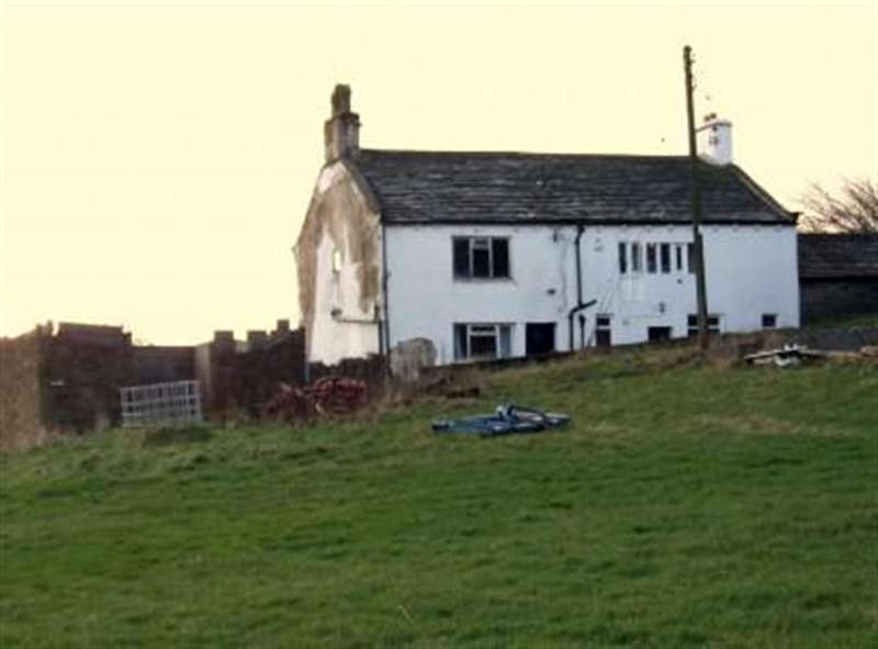 2 Bedrooms Barn Conversion Character Property for sale in Denholme Gate Farm, Denholme, BD13 4EP