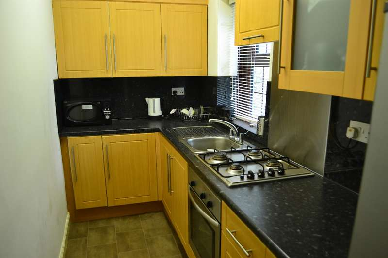 2 Bedrooms Terraced House for sale in Summer Hill Street, Bradford, BD7 2LN