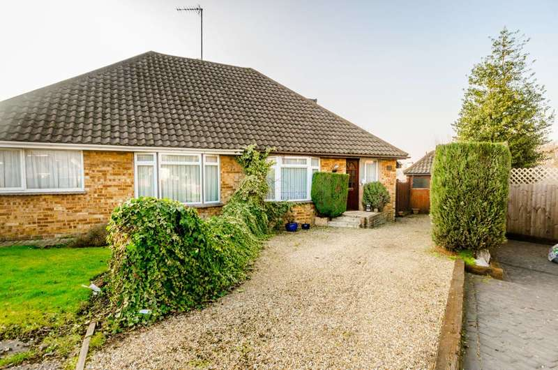 3 Bedrooms Bungalow for sale in Field Close, Epping Forest, RM4