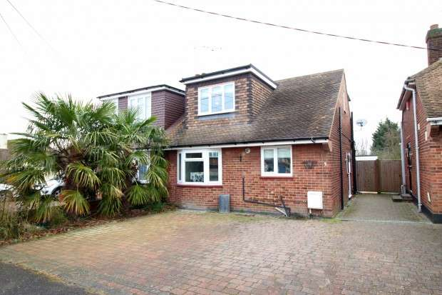 3 Bedrooms Semi Detached House for sale in Mount Crescent, Hockley, SS5