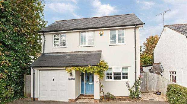4 Bedrooms Detached House for sale in Thorndown Lane, Windlesham, Surrey