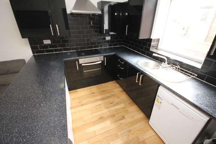 7 Bedrooms Terraced House for rent in Delph Mount, Leeds, LS6