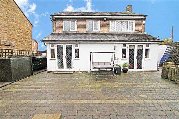 3 Bedrooms Detached House for sale in Welham Drive, Off Moorgate Road, Rotherham