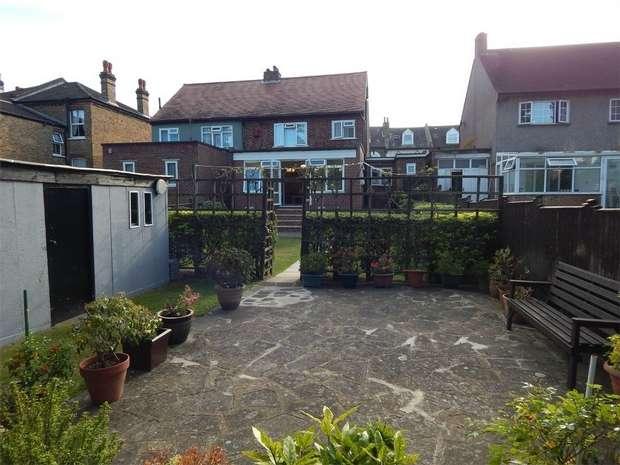 3 Bedrooms Semi Detached House for sale in Padua Road, Penge, London
