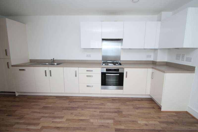 2 Bedrooms Flat for sale in West Plaza, Town Lane, Stanwell, Staines-Upon-Thames, TW19