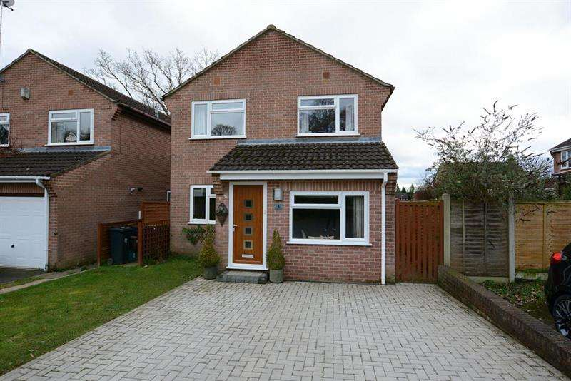 3 Bedrooms Detached House for sale in Cartref Close, Verwood