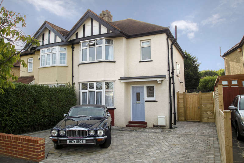 3 Bedrooms Semi Detached House for sale in Southcote Avenue, Surbiton