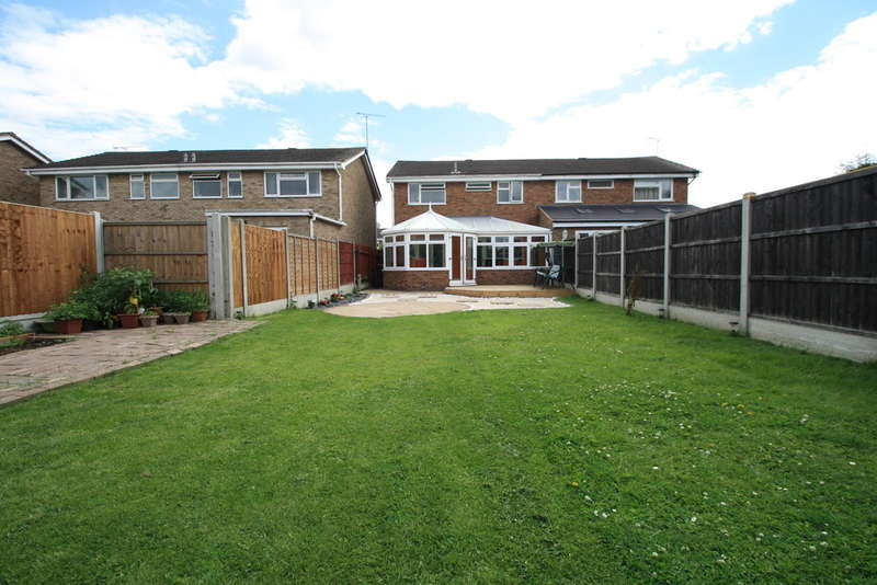4 Bedrooms Semi Detached House for sale in Rushley Close, Grays