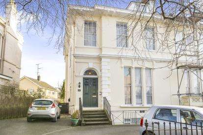 2 Bedrooms Flat for sale in Malvern Place, Cheltenham, Gloucestershire