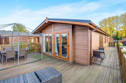 3 Bedrooms Mobile Home for sale in Goose Island, Billing Aquadrome, Northamptonshire