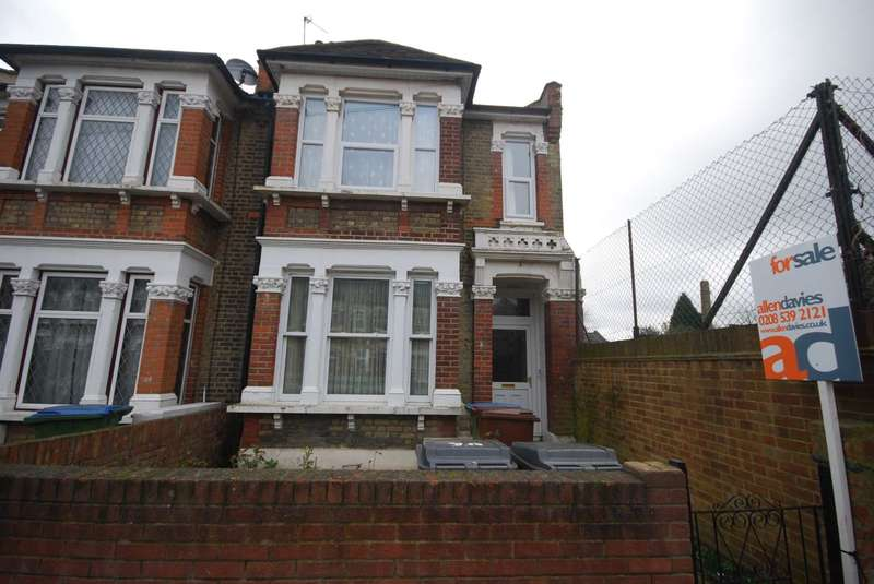 3 Bedrooms Flat for sale in Leyspring Road, Leytonstone, E11