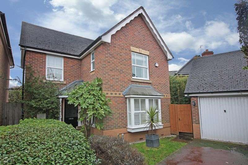 3 Bedrooms Detached House for sale in Cleves Close, Loughton