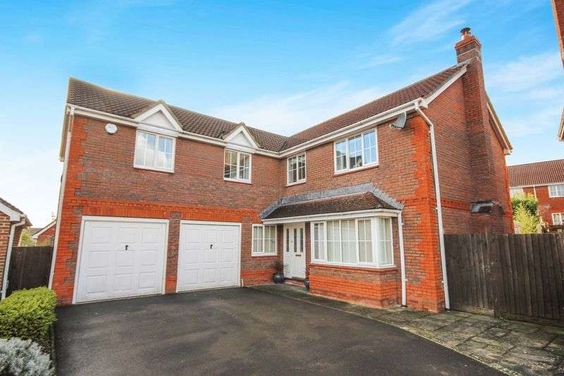 5 Bedrooms Detached House for sale in LINDFORD ROAD, HAMPTON PARK, SP1