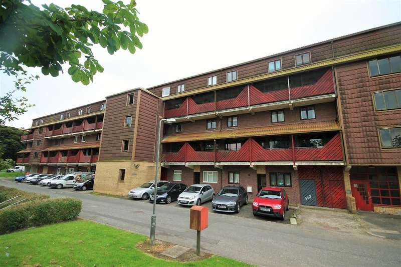 2 Bedrooms Flat for sale in Braehead Road, Kildrum, Cumbernauld