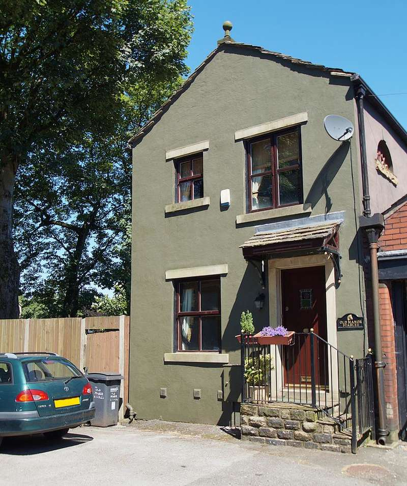 2 Bedrooms Terraced House for sale in Manor Yard, Uppermill, Oldham OL3