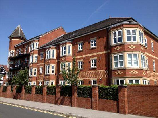 2 Bedrooms Apartment Flat for sale in Russell Place, Cross St, Sale, Manchester M33