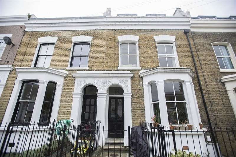 3 Bedrooms Apartment Flat for sale in Chippendale Street, Hackney, London, E5