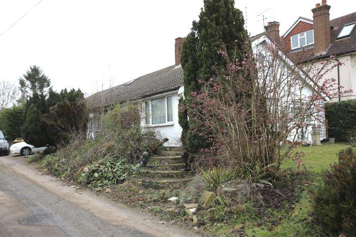 4 Bedrooms Detached Bungalow for sale in EPPING ROAD, TOOT HILL CM5