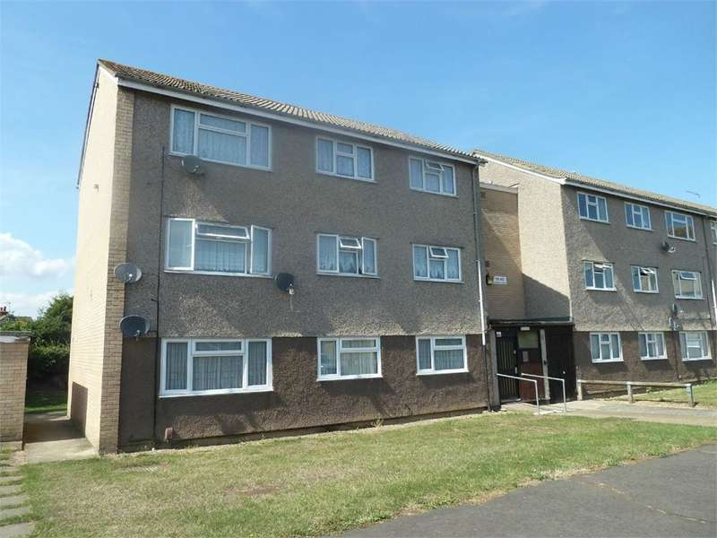 2 Bedrooms Flat for rent in Lyndhurst Road, Corringham, Essex