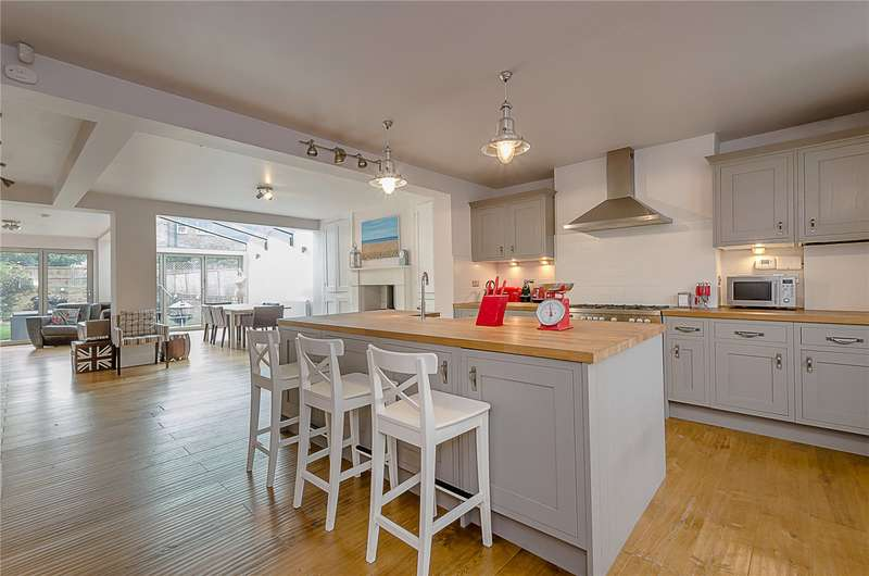 4 Bedrooms Terraced House for sale in Devonshire Drive, London, SE10
