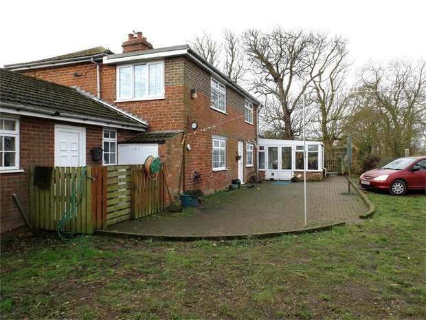 3 Bedrooms Detached House for sale in Saddleback Road, Skidbrooke, Louth, Lincolnshire