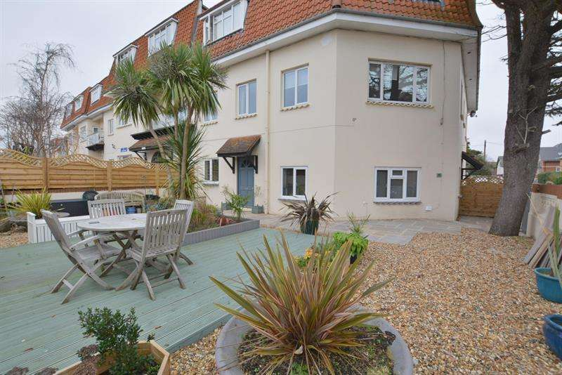 2 Bedrooms Apartment Flat for sale in Sea Road, Bournemouth