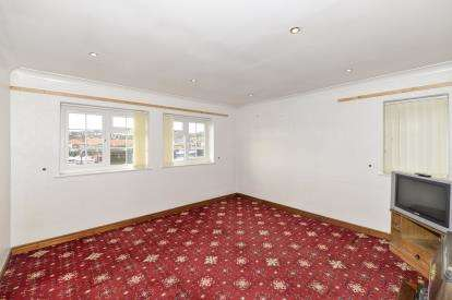 2 Bedrooms Flat for sale in Boulby Bank, Whitby, North Yorkshire