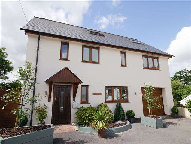 3 Bedrooms House for sale in Wellington, Somerset TA21