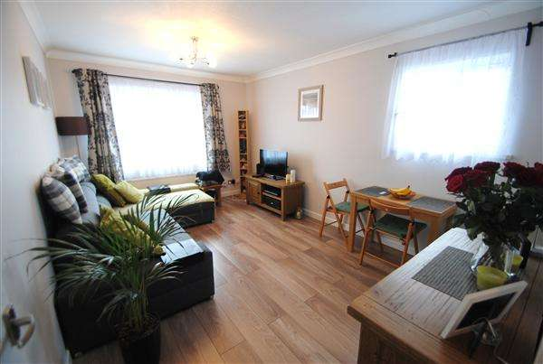 1 Bedroom Apartment Flat for sale in Nene Gardens, Feltham