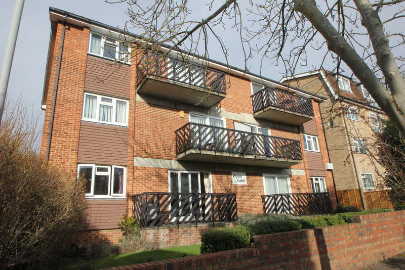 2 Bedrooms Ground Flat for sale in South Bank, Surbiton