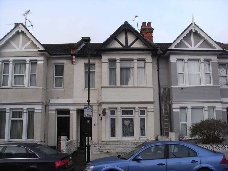 4 Bedrooms Block Of Apartments Flat for sale in Elmer Ave, Southend on Sea SS1