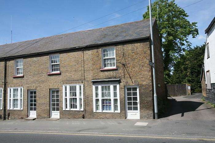 2 Bedrooms End Of Terrace House for sale in HIGH STREET, ONGAR CM5