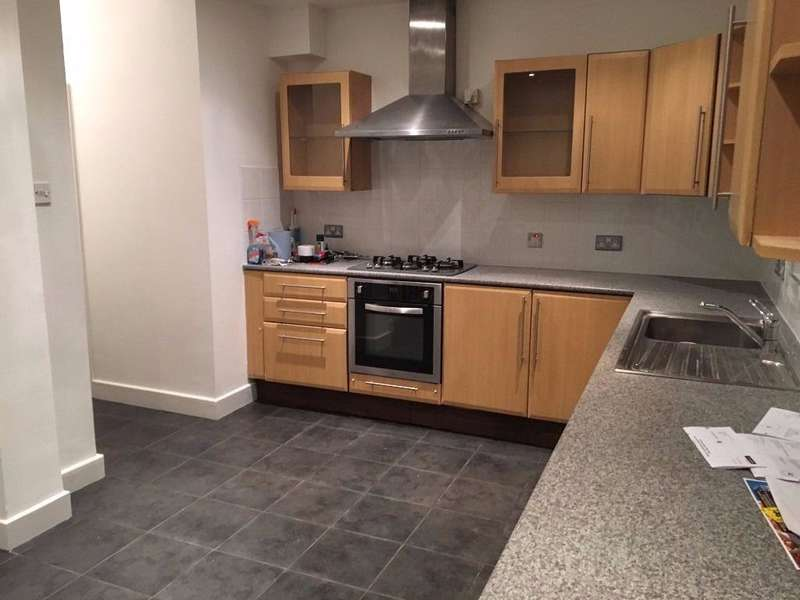 3 Bedrooms House for rent in GROVE ROAD, CHADWELL HEATH RM6